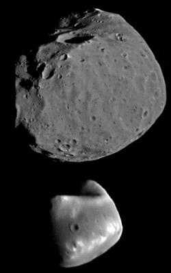 Phobos (oben) und Daimos (unten) im Größenvergleich