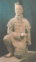 Plastik aus dem Mausoleum des Kaiser Qin Shi Huangdi (Quelle: Matz, Die 1000 wichtigsten Daten der Weltgeschichte, S. 15)