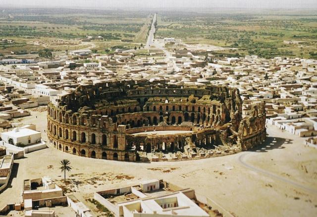 Amphitheater von Thysdrus (Quelle: Hoffmann, 100 Wunder der Welt, S. 14)