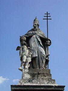 Statue des Heiligen Silvesters in Mantua (Quelle: Wikicommons)
