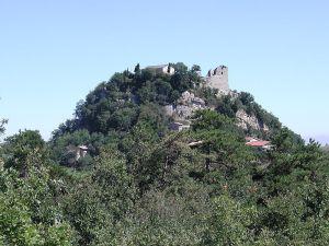 Die Ruinen der Burg Canossa (Quelle: Wikicommons)