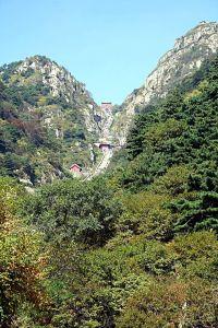 Blick auf die Treppe am Tai Shan (Quelle: Wikicommons)